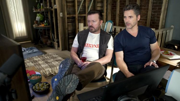 Ian Finch (Ricky Gervais) og Frank Bonneville (Eric Bana) lager falske radioreportasjer i Special Correspondents (Foto: Netflix).