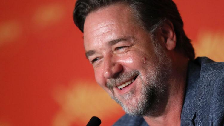 Jeg bruker Russell Crowe-metoden, sier Russell Crowe til pressen i Cannes (Foto: AFP PHOTO / Laurent EMMANUEL).