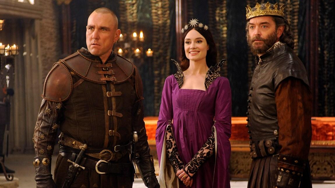 Dronning Madalena mellom seriens beste skurkepar, Gareth og kong Richard. (Foto: ABC)