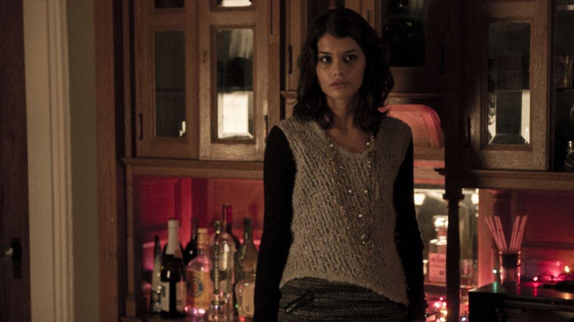 Andrea (Sofia Black-D'Elia) blir offer for et makabert drap. Men det er usikkert om politiet etterforsker riktig morder. (Foto: HBO Nordic)