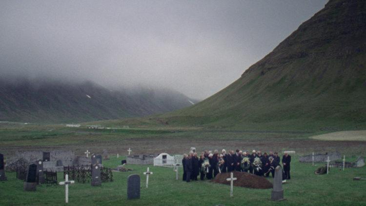 Småfugler er innspilt i majestetiske omgivelser i Island. (Foto: Arthaus).