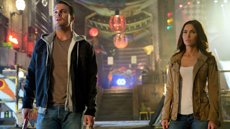 Krimbekjemperen Casey Jones (Stephen Amell) og TV-reporteren April O'Neil (Megan Fox) må samarbeide i Teenage Mutant Ninja Turtles 2. (Foto: United International Pictures)