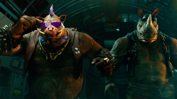 Bebop (Gary Anthony Williams) og Rocksteady (Sheamus) i Teenage Mutant Ninja Turtles 2. (Foto: United International Pictures)