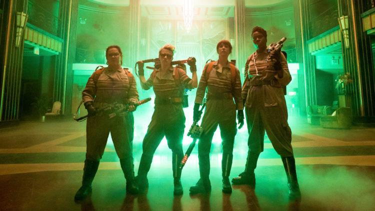 Denne gangen er det bare damer som jakter spøkelser i Ghostbusters. (Foto: United International Pictures).