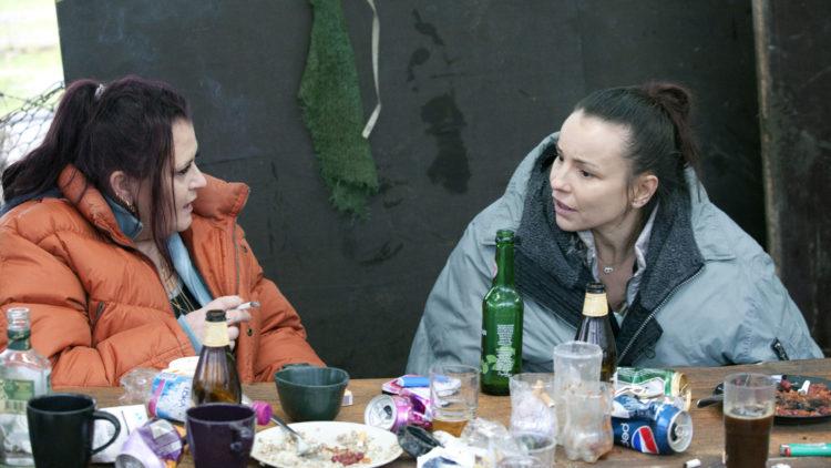 Amatørskuespiller Kicki Ferdinandsson og Lo Kauppi i Flukten. (Foto: Mer Filmdistribusjon).