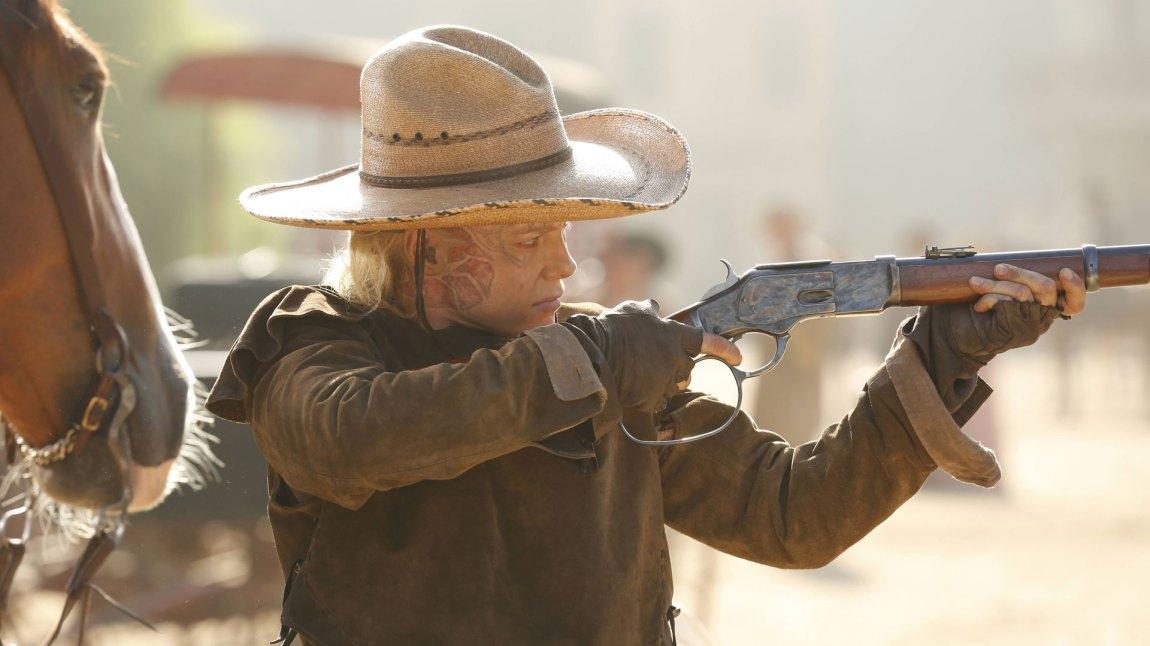 Ingrid Bolsø Berdal spiller den skarpskytende roboten Armistice i Westworld. (Foto: HBO)