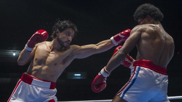 Spennende og medrivende boksing i Hands of Stone. (Foto: SF Studios)