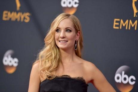 Joanne Froggatt ankommer Emmy-utdelingen. (Foto: Richard Shotwell/Invision/AP, NTB Scanpix).