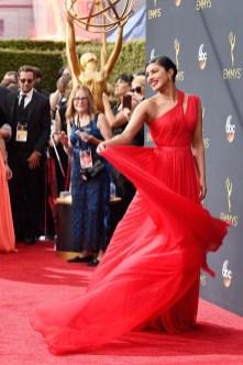 Quantico-skuespiller Priyanka Chopra ser fantastisk ut i rødt. (Foto: Frazer Harrison/Getty Images/AFP, NTB Scanpix).