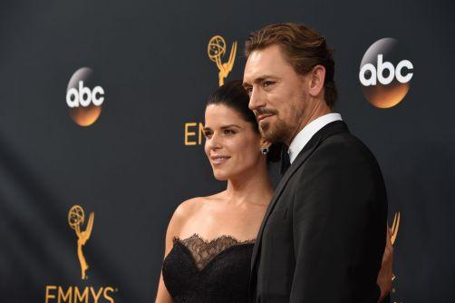 Skuespillere Neve Campbell og JJ Feild. (Foto: AFP PHOTO / Robyn Beck, NTB Scanpix).
