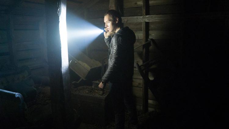 James (James Allen McCune) leter etter søsteren Heather i Blair Witch (Foto: Nordisk Film Distribusjon AS)