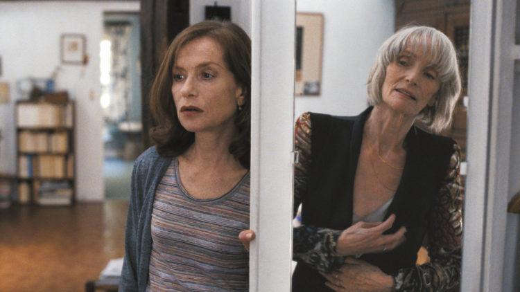 Nathalie (Isabelle Huppert) har et vanskelig forhold til morgen Yvette (Edith Scob) i Dagen i morgen (Foto: Another World Entertainment Norway AS)