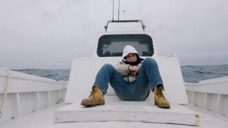 Vi følger blant annet dagliglivet til Samuele på Lampedusa i Havet brenner (Foto: Arthaus)