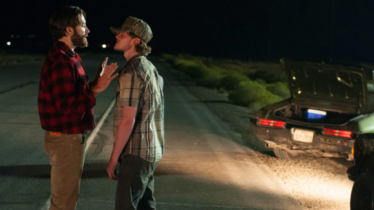 Tony (Jake Gyllenhaal) diskuterer med en sint bilist i Nocturnal Animals. (Foto: United International Pictures)