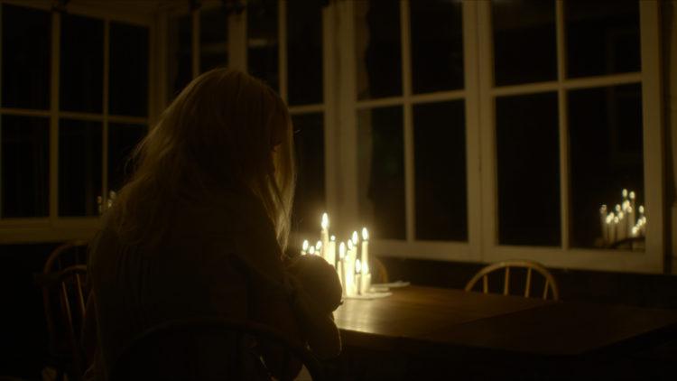 Shelley med Ellen Dorrit Petersen er filmet med naturlig lys. (Foto: Norsk Filmdistribusjon)