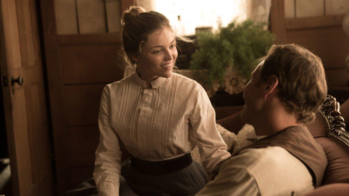 Sammantha (Lili Simmons) og ektemannen Arthur (Patrick Wilson) i en scene før helvete bryter løs. (Foto: Another World Entertainment)