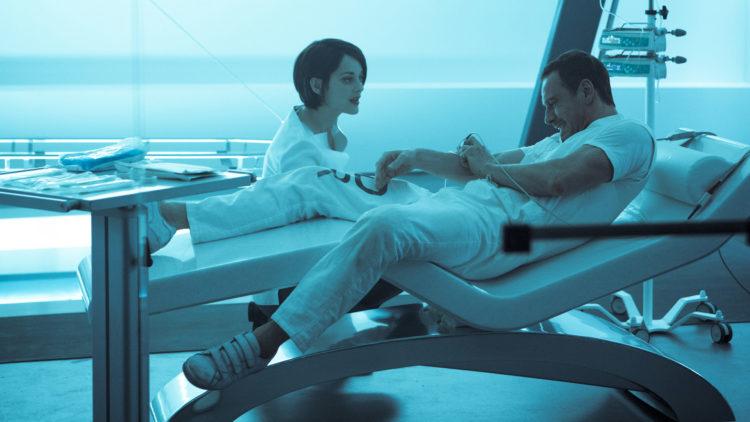 Sofia Rikkin (Marion Cotillard) og Cal Lynch (Michael Fassbender) prøver å finne ut hvor Edens eple er gjemt i Assassin's Creed. (Foto: 20th Century Fox)