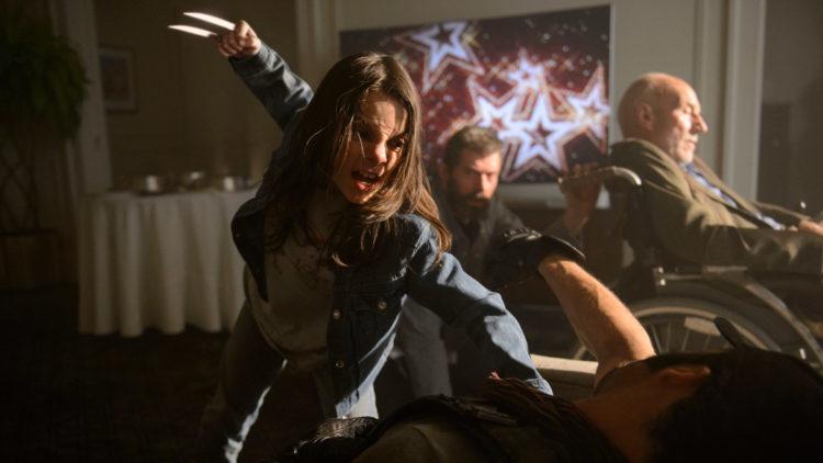 "Dafne Keen, Hugh Jackman og Patrick Stewart får kjørt seg i ""Logan: The Wolverine"". (Foto: 20th Century Fox)"