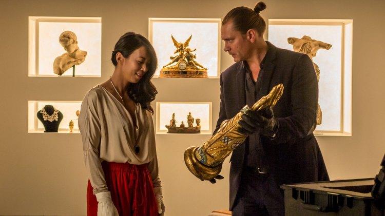Skurkene er grådige og skruppelløse. Her representert ved Lady Zhen (Minh-Khai Phan-Thi) og Jesper (Per Kjerstad). (Foto: Nordisk Film Distribusjon AS)