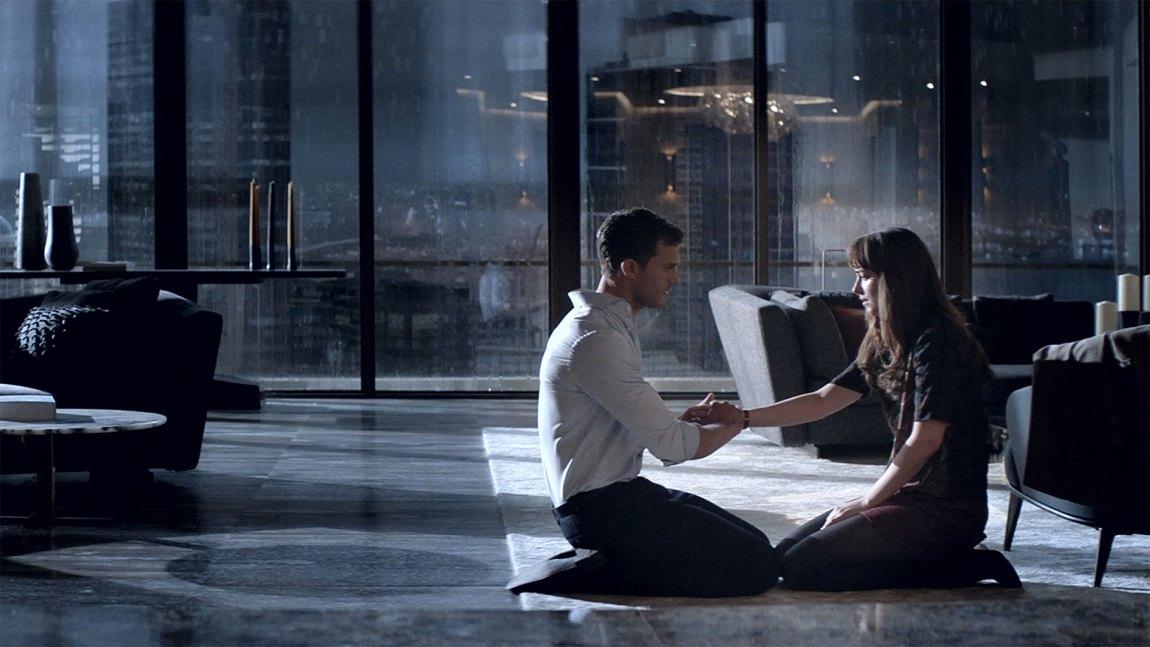 Jamie Dornan faller gjennom i filmens mer emosjonelle scener. (Foto: United International Pictures).