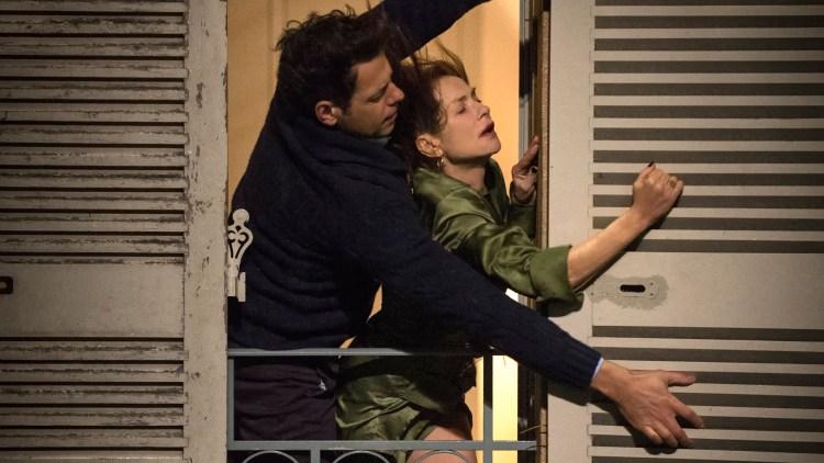"""Laurent Lafitte og Isabelle Huppert i en stormfull scene fra """"Elle"""". (Foto: United International Pictures)"""