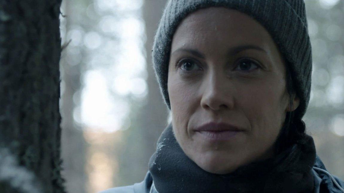 Mia Holt (Ingeborg Sundrehagen Raustøl) jobber for forsvaret, og blir etter hvert klar over at noe er fryktelig galt i Troms dype skoger. (Foto: TV3, Rune Bendiksen)