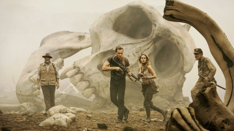 "John Goodman, Tom Hiddleston, Brie Larson og John C. Reilly i ""Kong: Skull Island"". (Foto: SF Studios)"