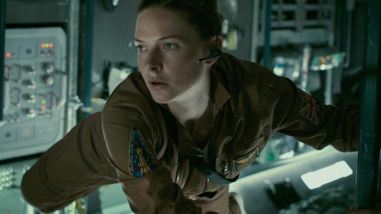 """Karanteneoffiseren Miranda (Rebecca Ferguson) befinner seg i en farlig situasjon i """"Life"""". (Foto: United International Pictures)"""