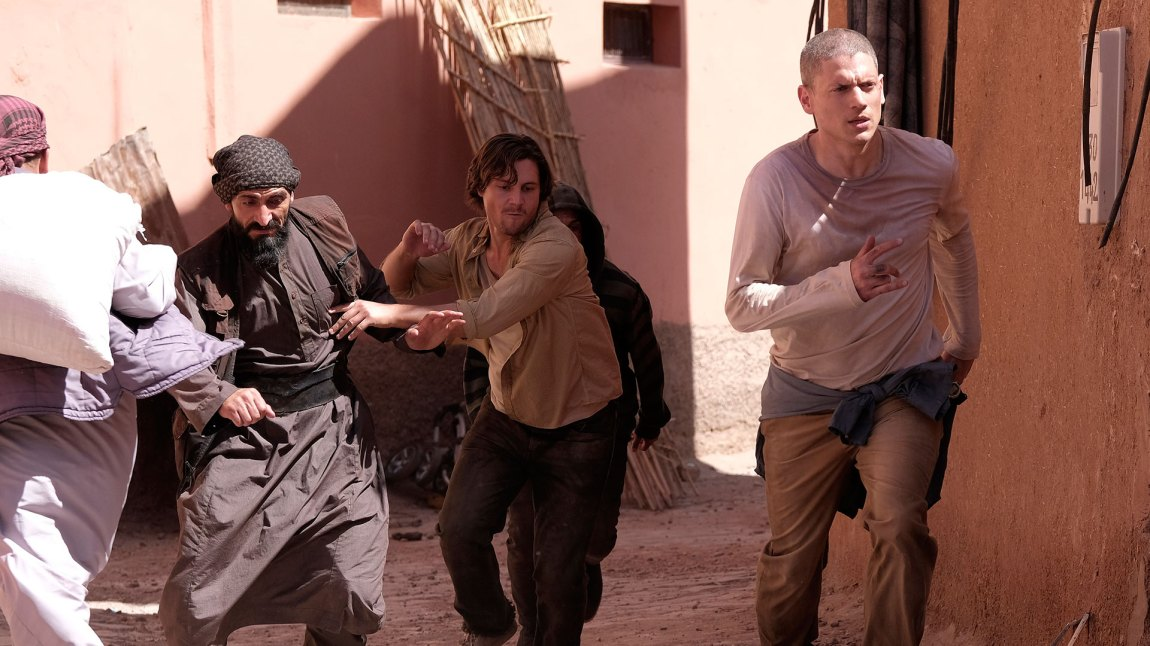 Prison Break-gjengen ser sitt snitt til å skape mer kaos i Midtøsten. (Foto: Viaplay, MTG TV)