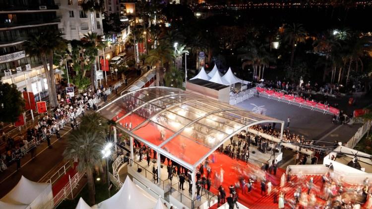Festivitas på rød løper på den 70. filmfestivalen i Cannes. (Foto: REUTERS/Regis Duvignau)