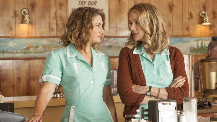 Shelly Johnson (Mädchen Amick) og Norma Jennings (Peggy Lipton) er fremdeles å finne bak disken på  Double R Diner i Twin Peaks. (Foto: HBO Nordic, Showtime)