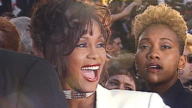 """""""Whitney: Can I Be Me?"""" hevder at Whitney Houston hadde et kjærlighetsforhold til venninnen og medarbeideren Robyn Crawford. (Foto: Tour de Force)"""