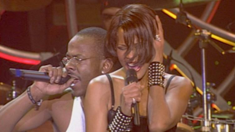 """Whitney Houston på scenen med ektemann Bobby Brown i """"Whitney: Can I Be Me?"""" (Foto: Tour de Force)"""