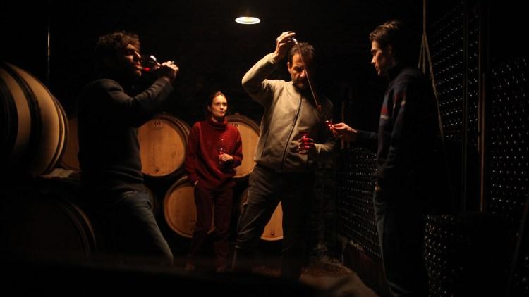 """Vinsmaking er selvsagt en del av jobben i """"Vår vingård i Bourgogne"""". (Foto: SF Studios)"""