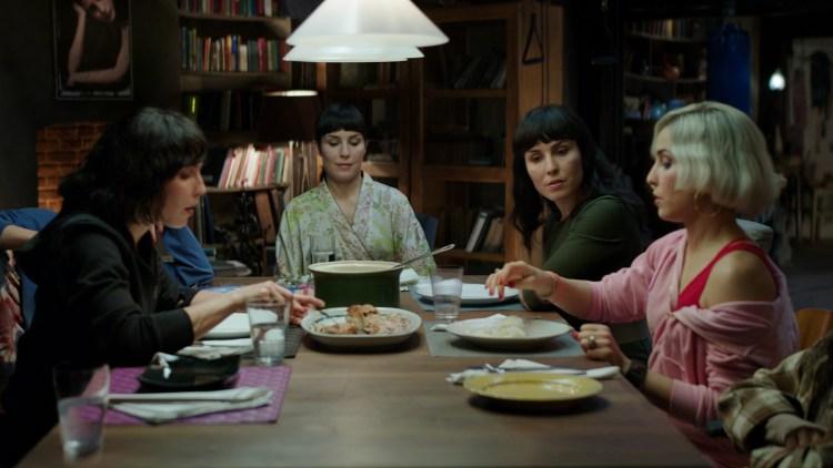"Noomi Rapace spiller alle rollene som sju søstre i ""What Happened To Monday"" (Foto: Norsk Filmdistribusjon)"