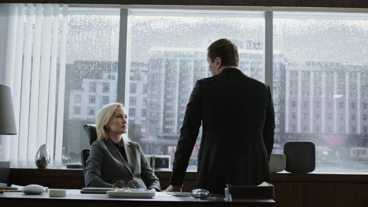 Elea (Ellen Dorrit Petersen) må ta vanskelige valg om firmaet skal overlevet.(Foto: TV 3, Viaplay)
