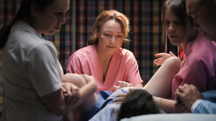 """Skuespiller Catherine Frot tok i mot fem babyer under innspillingen av """"Jordmoren"""". (Foto: AS Fidalgo)"""
