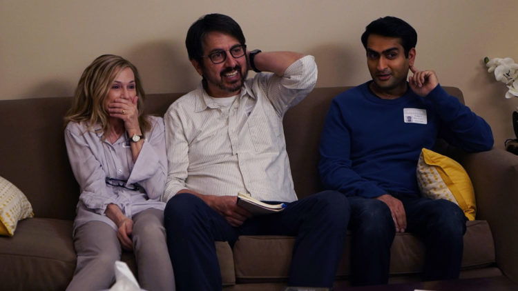 """Holly Hunter, Ray Romano og Kumail Nanjiani spiller tre av hovedrollene i """"The Big Sick"""". (Foto: Norsk Filmdistribusjon)"""