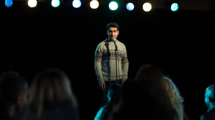 "Standup-komiker Kumail Najiani spiller seg selv i ""The Big Sick"". (Foto: Norsk Filmdistribusjon)"
