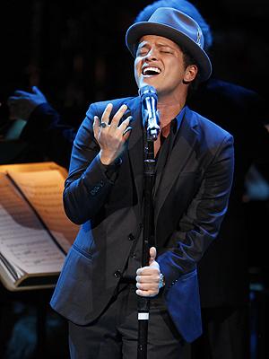 """Bruno Mars hadde den mest spilte låta på norsk radio i 2011 med """"Grenade"""". Foto: NTB Scanpix / Jason DeCrow, AP Photo."""