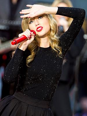 Taylor Swift sang på tv-kanalen ABC sitt morgenshow Good Morning America samme dag som Red kom ut. Foto: NTB Scanpix / Charles Sykes, Invision/AP.