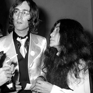 John Lennon i lag med Yoko Ono i 1968. (Foto: NTB Scanpix, AP, PA)