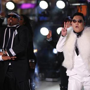 Psy sammen med MC Hammer nyttårsaften 2012. (Foto: NTB Scanpix, Reuters, Joshua Lott)