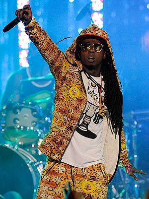 Lil Wayne fikk et sammebrudd på scenen - det var et epileptisk anfall. Foto: NTB Scanpix / Chris Pizzello, AP Photo.