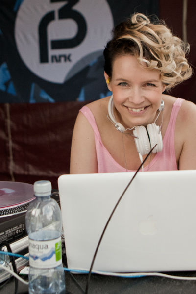 Christine Dancke gleder seg til P3Klubb. (Foto: Rashid Akrim, NRK P3)