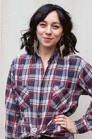Marie Komissar er musikkprodusent i P3. Foto: Rashid Akrim, NRK P3.