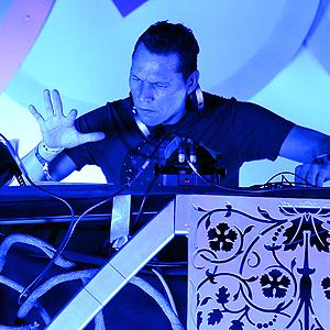 Tiësto er ifølge Forbes den DJ-en i verden som tjener nest mest. Foto: NTB Scanpix /  Ethan Miller, AFP.