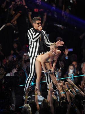 Miley Cyrus på VMA-prisutdelingen. (Foto: NTB Scanpix, AP, Scott Gries)