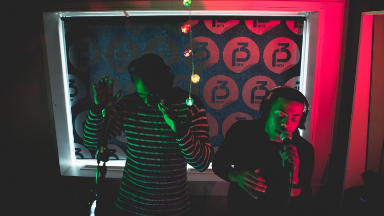 Envy spelar live hjå Christine. (Foto: Rashid Akrim/NRKP3)