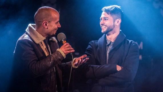 Magdi og Chirag fortalte anekdoter og svarte på spørsmål fra publikum under P3sessions fra hagen til Chriag. (Foto: Kim Erlandsen, NRK P3)